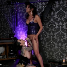 Arabelle Raphael in 'Kink TS' Jessica Fox and Arabelle Raphael: Substitute Submissive (Thumbnail 14)