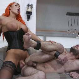 Aspen Brooks in 'Kink TS' fucks new comer Jessie Prather into domestic bliss (Thumbnail 12)