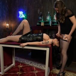 Cassandra Cain in 'Kink TS' The Gorgeous Jenna Creed Fucks Cassandra Cain (Thumbnail 10)