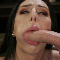 Chanel Santini in 'Kink TS' Fucks Her Sex Therapist (Thumbnail 4)