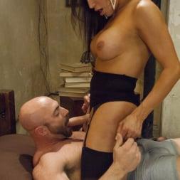 Jaquelin Braxton in 'Kink TS' Creepy Hotel, Hot Sex - Jaquelin Braxton in a Rare Switch Scene (Thumbnail 1)