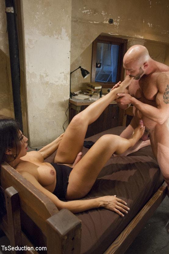 Kink TS 'Creepy Hotel, Hot Sex - Jaquelin Braxton in a Rare Switch Scene' starring Jaquelin Braxton (Photo 10)