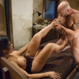 Jaquelin Braxton in 'Kink TS' Creepy Hotel, Hot Sex - Jaquelin Braxton in a Rare Switch Scene (Thumbnail 10)