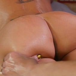 Jasmeen LeFleur in 'Kink TS' Kristen Kraves and Jasmeen Lefleur: Full Service NURU Massage (Thumbnail 5)