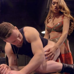 Jessica Fox in 'Kink TS' Suck her delicious cock! (Thumbnail 8)