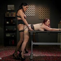 Jessica Fox in 'Kink TS' The Office Slave: Jessica Fox Fucks Bella Rossi in Every Hole (Thumbnail 9)