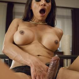 Jessy Dubai in 'Kink TS' TS Jessy Dubai seduces Rose Rhapsody into cheating on their husbands (Thumbnail 7)