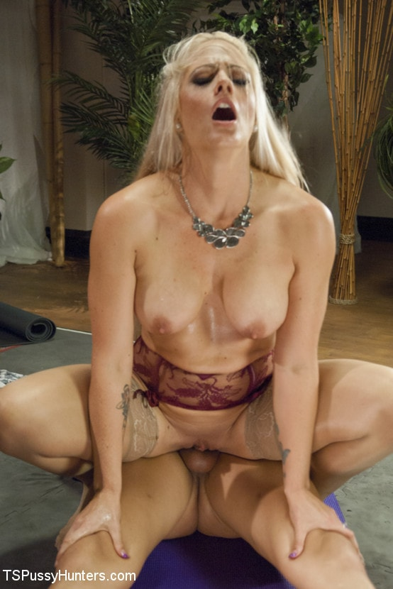 Kink TS 'Using Her Healing Penis to Cure Holly Heart of Her Stress!' starring Kelli Lox (Photo 10)