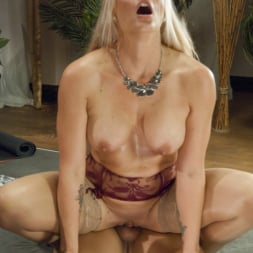 Kelli Lox in 'Kink TS' Using Her Healing Penis to Cure Holly Heart of Her Stress! (Thumbnail 10)