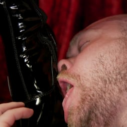 Kendra Sinclaire in 'Kink TS' Kendra Sinclaire's Holographic Love Nest (Thumbnail 14)