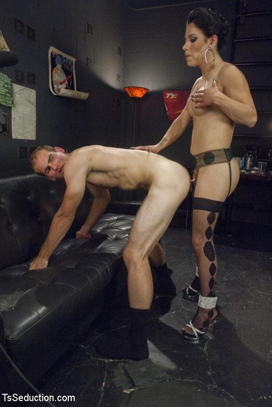Kink TS 'Gonna Make Love in this Club - Laela Knight Fucks a Line Jumper' starring Laela Knight (Photo 9)