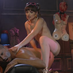 Natalie Mars in 'Kink TS' Cuckolds the World: TS Star pounds slave, delivers JOI (Thumbnail 6)