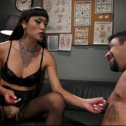 Venus Lux in 'Kink TS' Quit Yer Bitchin': Venus Lux Tops Draven Navarro (Thumbnail 2)