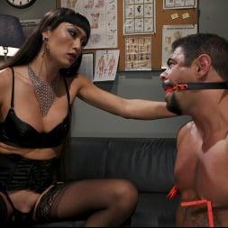 Venus Lux in 'Kink TS' Quit Yer Bitchin': Venus Lux Tops Draven Navarro (Thumbnail 3)