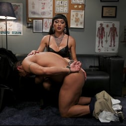Venus Lux in 'Kink TS' Quit Yer Bitchin': Venus Lux Tops Draven Navarro (Thumbnail 7)