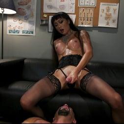 Venus Lux in 'Kink TS' Quit Yer Bitchin': Venus Lux Tops Draven Navarro (Thumbnail 18)