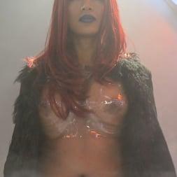 Yasmin Lee in 'Kink TS' Close Encounters of a Kinky Kind- Yasmin Lee Alien Ass Invasion! (Thumbnail 2)