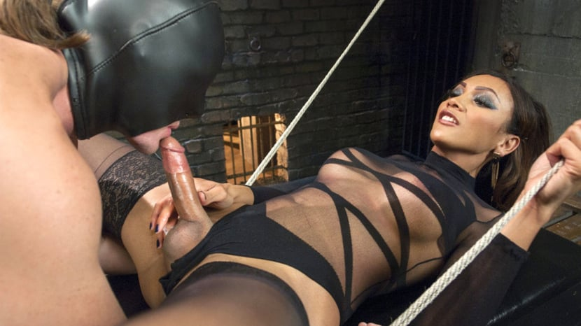 Kink ts mistress luiza sangalo in action
